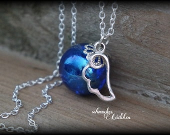 Silver-plated glass beads necklace with wing pendant