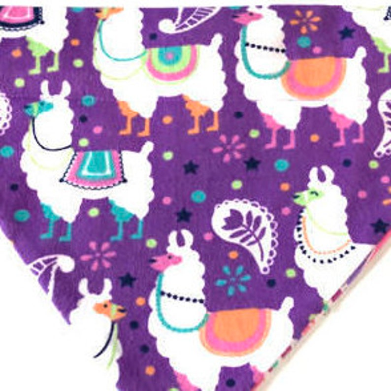 Flannel Reversible /& Slide On Dog Bandana Llama Love Spring-Valentines