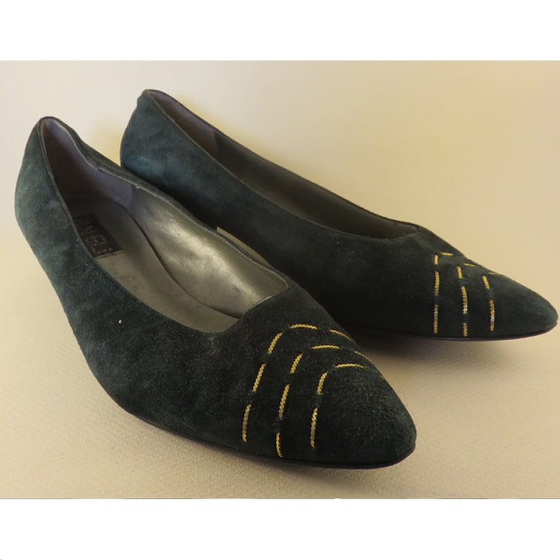 6742c94b4fe2 Size 10 90s Vaneli Shoes Green Suede Gold Pointed Point Low