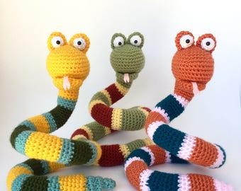 Crochet pattern Elsa the cute snake | 270x340