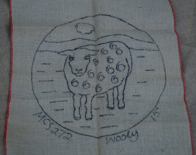 Hooked rug stamped canvas: wooly sheep seat cover round on burlap