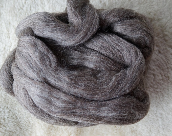 Gotland gray soft wool roving for spinning