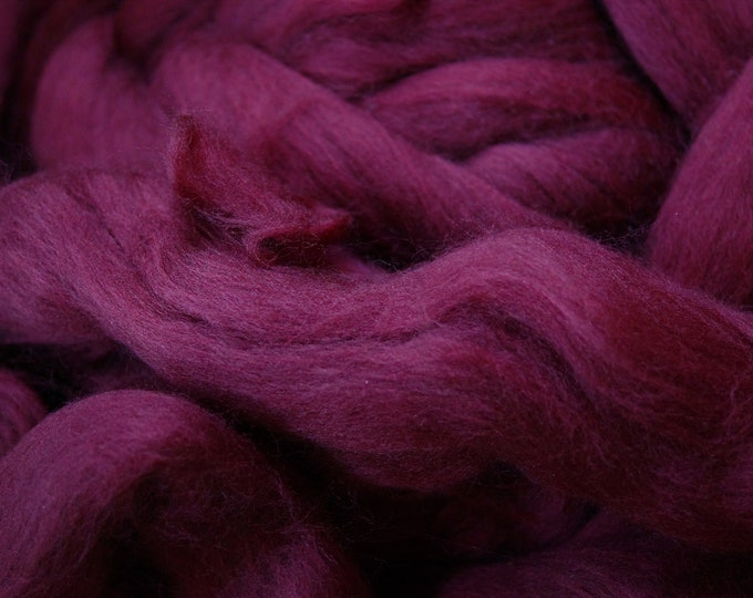 Superwash lambswool roving burgundy color, very soft