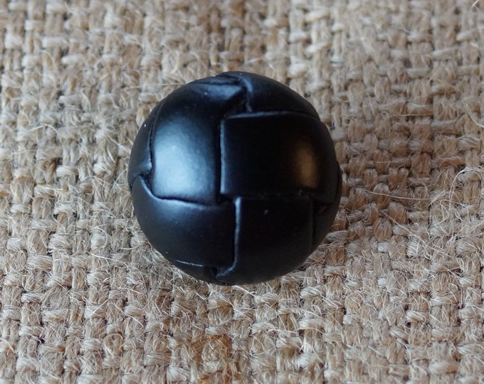 Leather Button :  round black or brown leather buttons