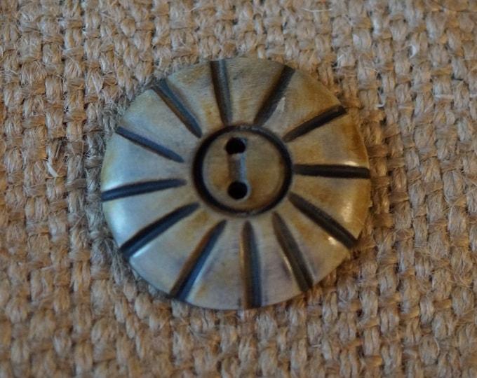 Horn Button: African Flower button