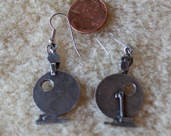 Earrings: Spinning wheel earrings Louet S10 pewter