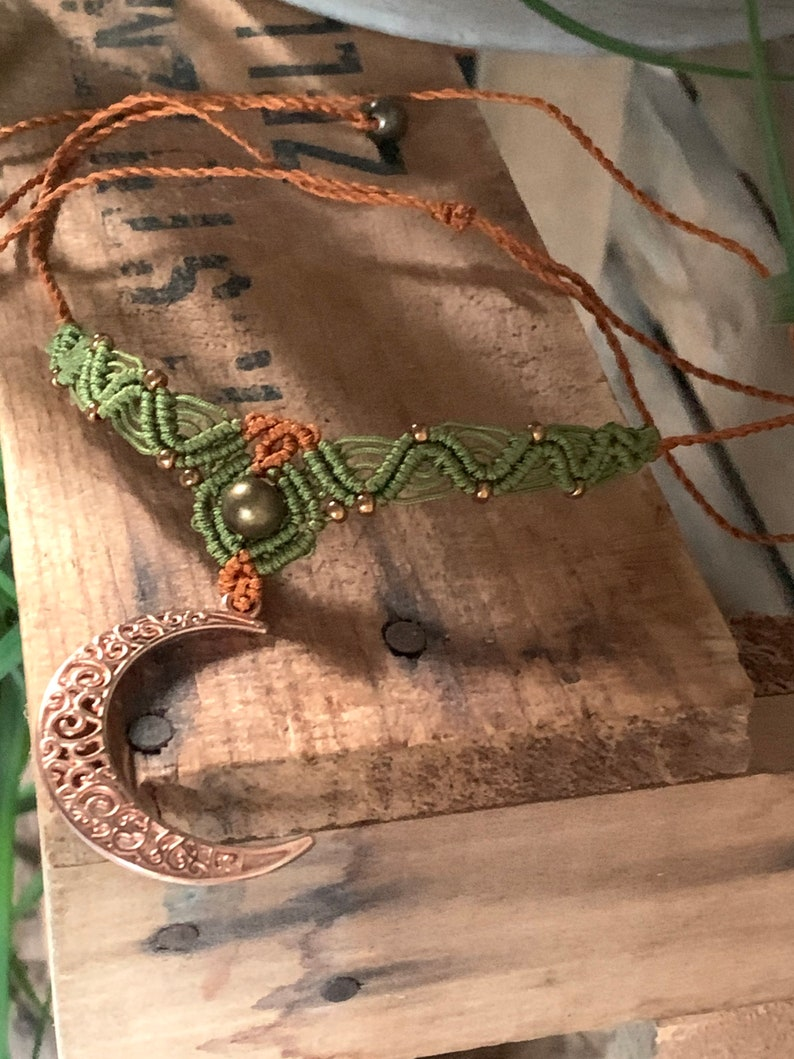 Macrame choker with moon green/ copper image 0