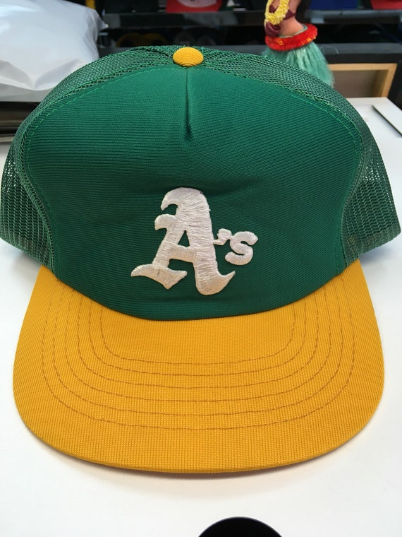 Deadstock Vintage Oakland Athletics A s Meshback Trucker  3e827a1b501