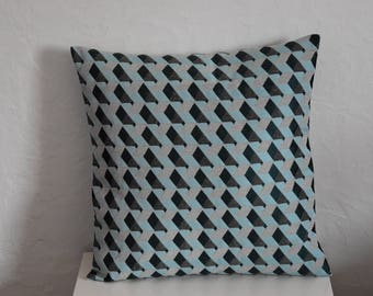 Pillow cover - 40 x 40 cm - fabric - Jacquard patterns cube - ice blue, grey and white tones