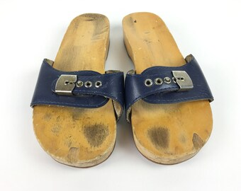 d50a9db4cce5 size 8.5   70s Dr Scholls Original Exercise Sandal Wood Heel Boho Hippie  Vintage DISTRESSED to PERFECTION Blue Clogs