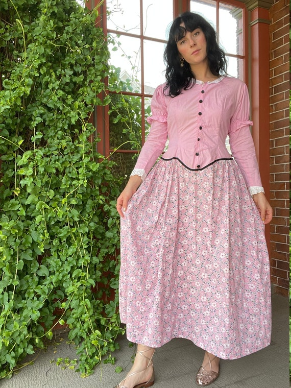 1940s Victorian Costume Pink Prairie Dress with J… - image 1