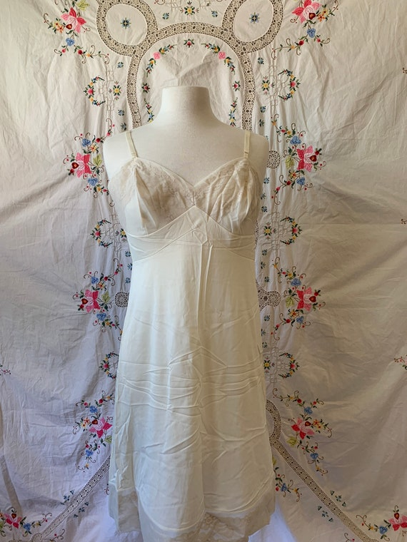 1960s Vanity Fair Cream Lace Daisy Lingerie Tank Dress Knee Length Slip