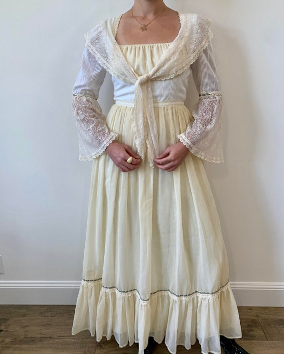 1970s Gunne Sax White Cotton Cream and white Peasa