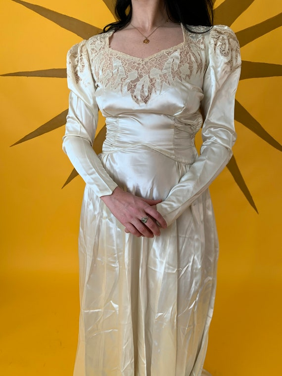 1940s Ivory Satin Wedding Gown with Mutton Sleeve… - image 4