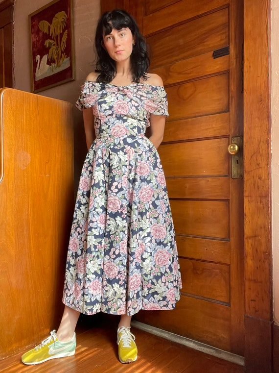 1990s Laura Ashley Off the Shoulder Floral Midi T… - image 4
