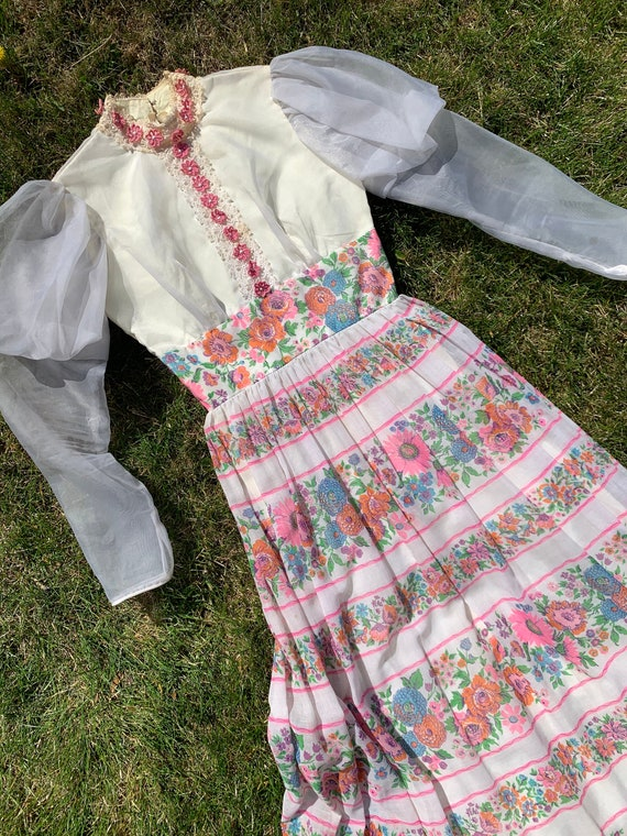1960s does Victorian Pink and White Floral Dress G