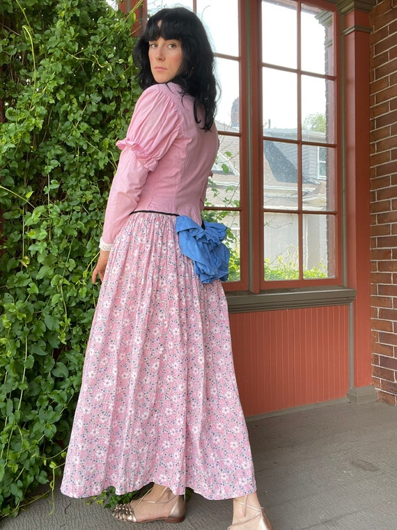 1940s Victorian Costume Pink Prairie Dress with J… - image 3