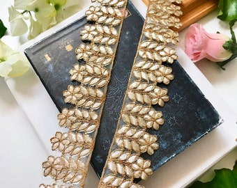 ATTRACTIVE WIDE INDIAN PEARL /& CRYSTAL FLOWERS ON GOLD NET TRIM//LACE-Sold by MTR