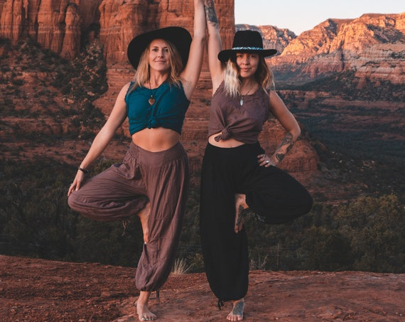 Natural Yoga Pants in BLACK // Flexible Waistband, Natural Fiber, Whole body breathes!