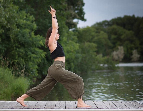 Natural Yoga Pants in OLIVE // Flexible Waistband, Natural Fiber, Whole body breathes!