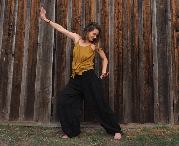 Natural Yoga Pants in BLACK // Flexible Waistband, Natural Fiber, Whole body breathes!