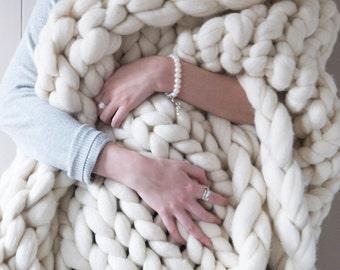 White chunky knit blanket - Chunky knit throw - White knit blanket - extreme knit blanket - merino wool blanket - Beautiful wedding gift