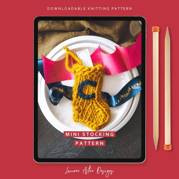 KNITTING PATTERN for  a Stocking Garland