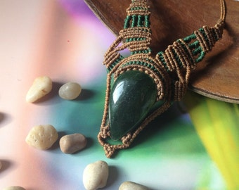 Jasmin III - Green Jade Macramé necklace
