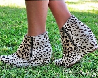 WILD Life |   Womens Ankle Boots / Custom Boots / Fur Cow Hide Print Size: Eu 36 - 41