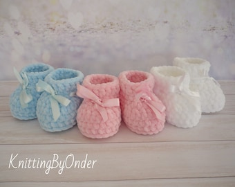 White winter baby boots Crochet baby booties Infant shoes Christening winter baby boots Unisex baby gift Christmas baby gift Neutral boots