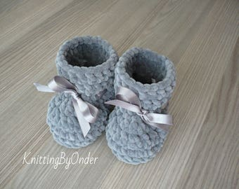Grey baby boots Crochet winter baby booties Warm infant boots Newborn knit baby  boots Baby boy grey shoes Baby shower gift Neutral boots 4ba53c112