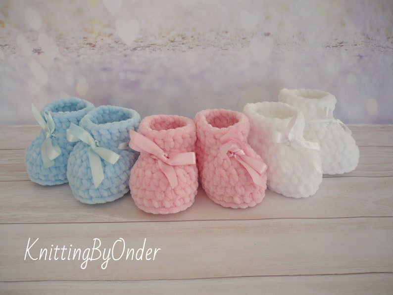 White winter baby boots Crochet baby booties Infant shoes image 0