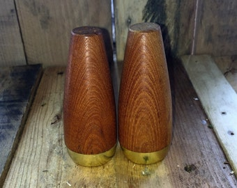 Vintage 1970s Wood and Brass Salt and Pepper Shakers / Retro Salt and Pepper Shakers
