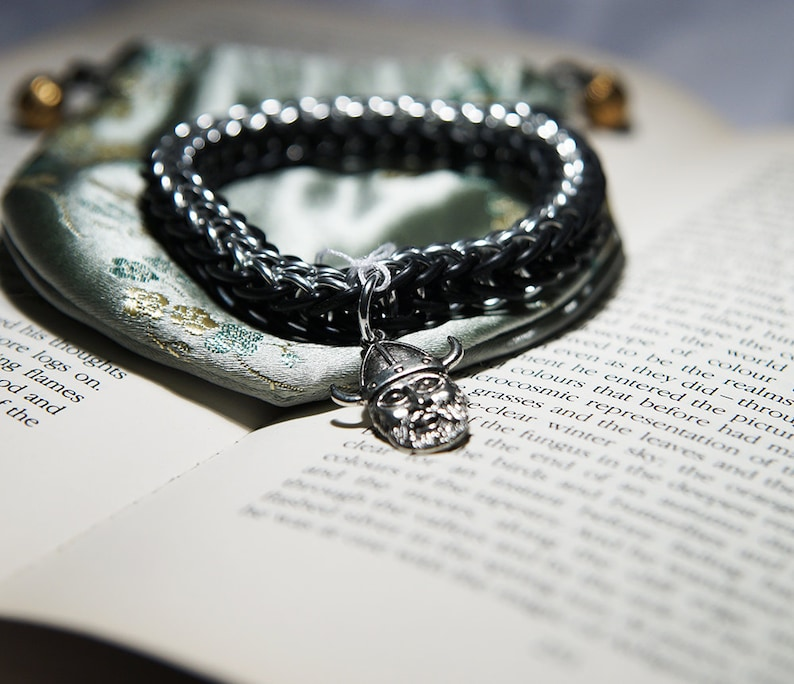 Stretchy Persian bracelet with viking pendant in black and silver