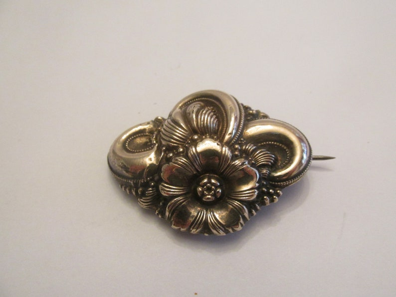 Early Victorian 9K Gold Front Sterling Back Repousse Floral Brooch 1 34 8.38g