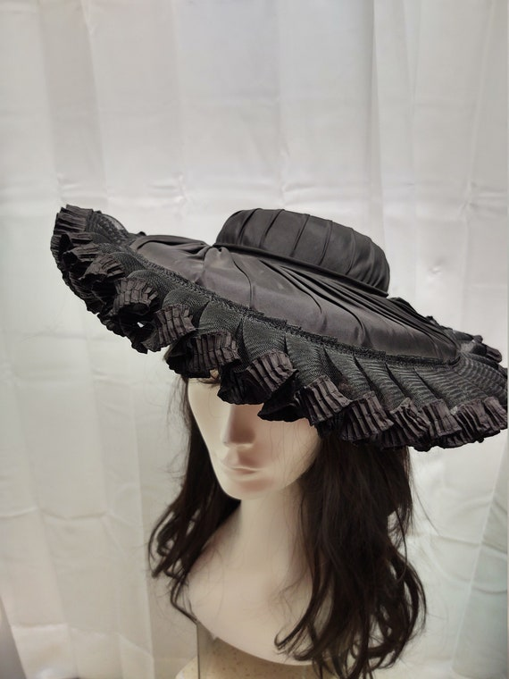Vintage platter hat Luetta Model for the Fashionab