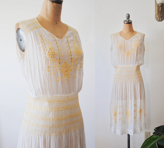 Vintage 1920s Peasant Dress // Hungarian Embroider