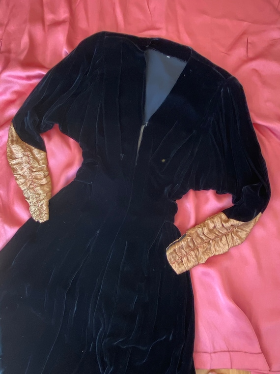 1940s black velvet hostess gown with gold lamé sle