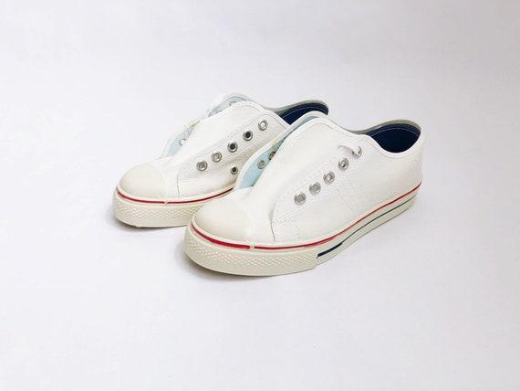 5fe4d93831bcb vintage NOS kids sneaker akron tennis shoe size 3 1970s