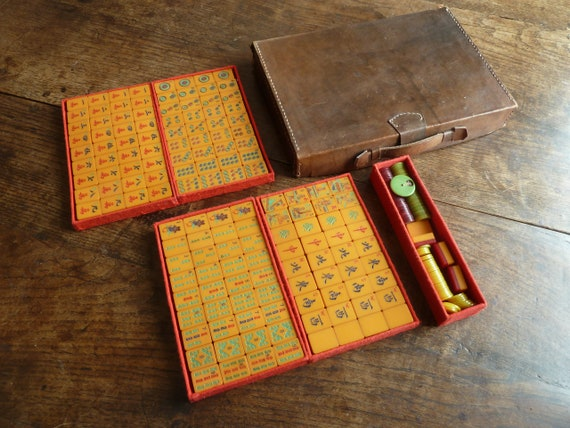 Red Wafer Back Chinese Mahjong Game Boxed Set Vintage Lucite Antique