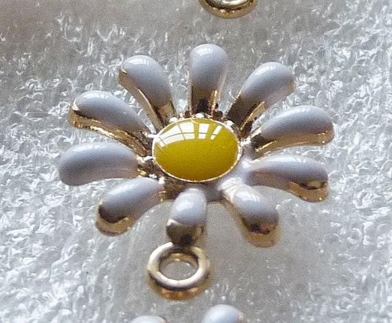 3x Daisy Enamel Flower Charms for Bracelet Necklace Pendant Gold tone C167