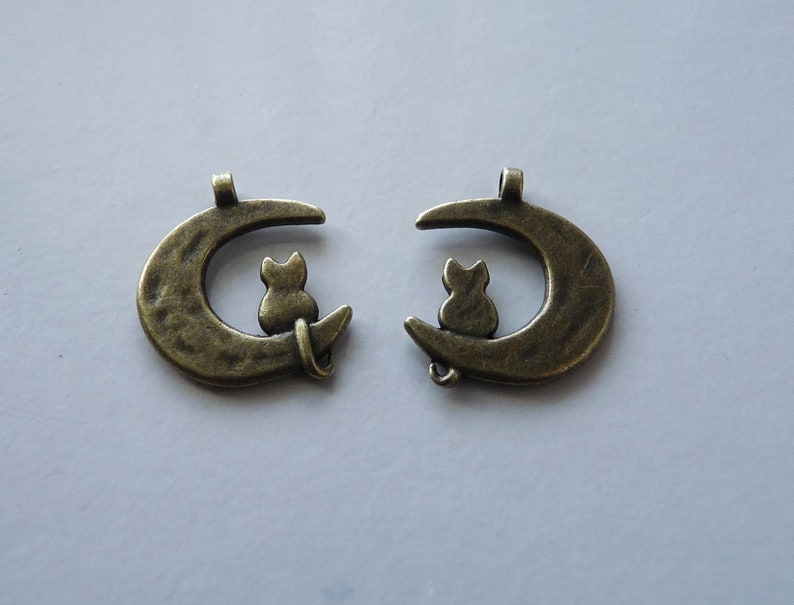 Antique Bronze Tone Moon Charms Animal Charms Cat on the Crescent Moon Charm Charm for Bracelet 30x Moon Charm Bulk Charms Cat Charm