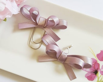 OLIVIA BOW CHARM: Lilac Pearl
