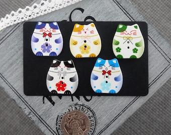 10 x Cute Japanese Maneki Neko Lucky Money Cat Design Wooden Button
