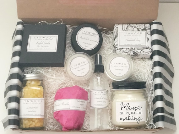 MUM BABY SHOWER GIFT MUM FAVOUR MUMMY TO BE SURVIVAL KIT PINK BOX AND STICKER