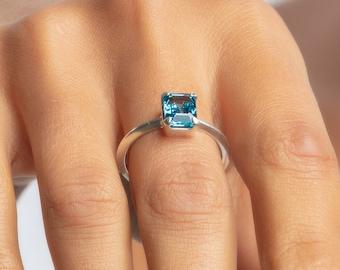 Sterling blue topaz ring, Size: 7 Topaz promise ring, London blue topaz engagement ring, light blue cocktail ring, blue topaz  vintage ring,