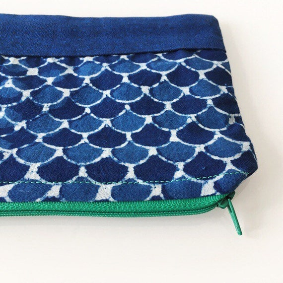 SMALL Zippered Pouch Indigo Scallop and Kelly Green