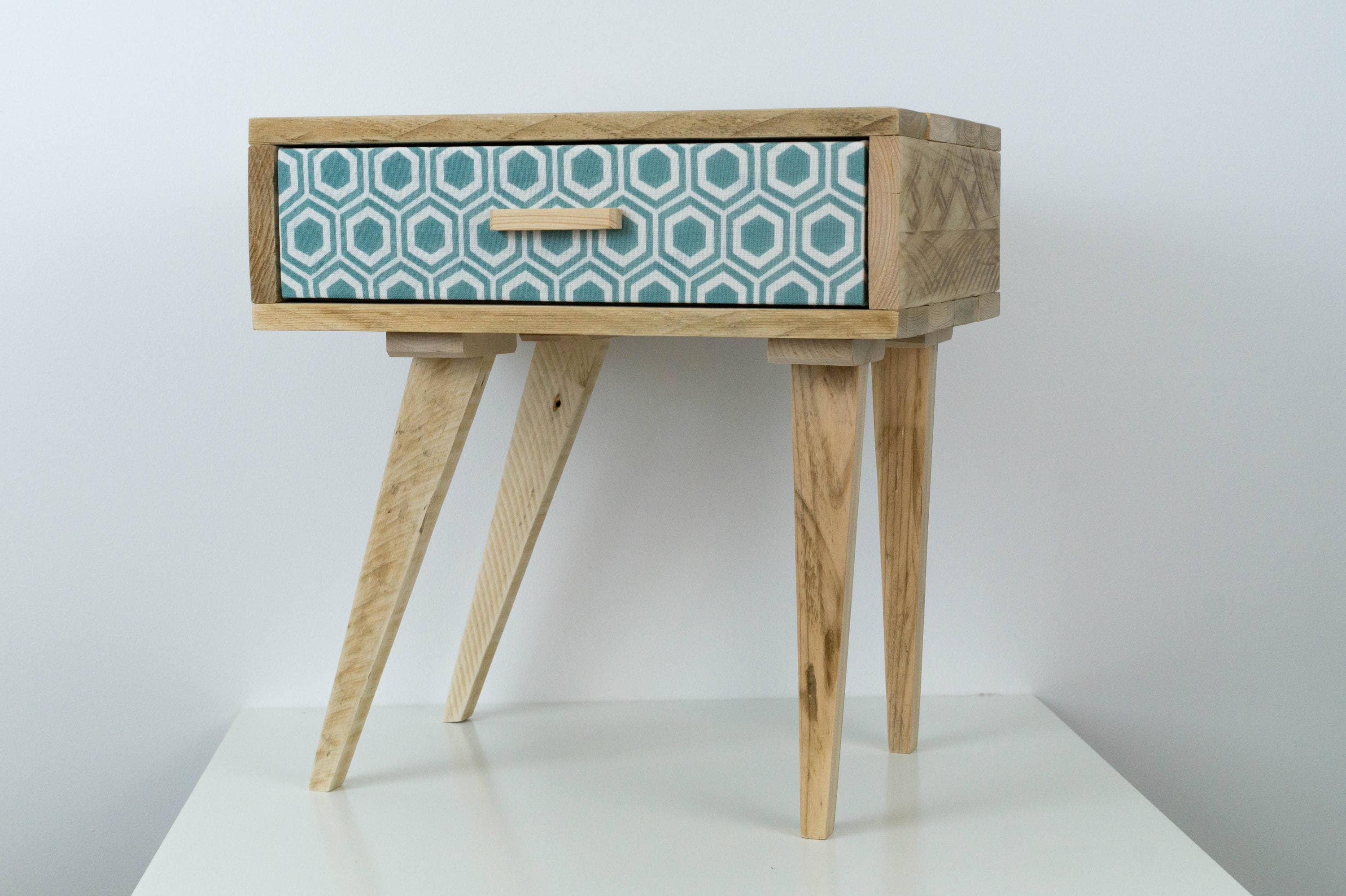 Habiller L Arrière D Un Meuble the asymmetrical night table, table wooden nights, nights in reclaimed wood  table, scandinavian nights, vintage style bedside table