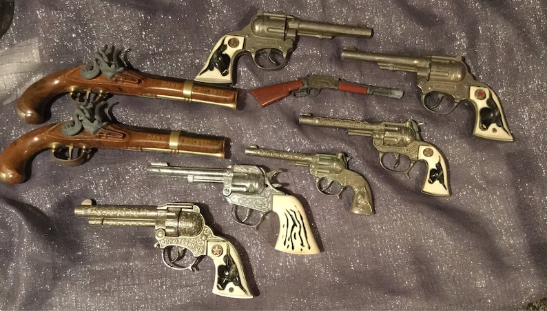 toy cap guns 1950's collection of 9 /pretend play/vintage toys