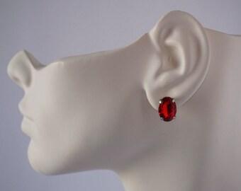 Red oval rhinestone stud earrings